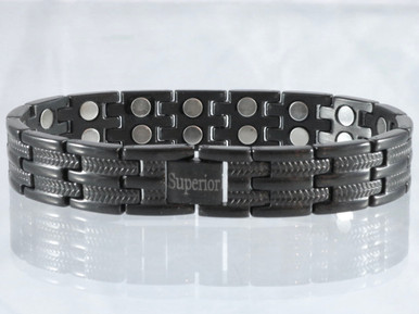 "Magnetic bracelet Long Island Black stainless steel has a 33/64"" wide x 15/32"" long link with 32 rare earth magnets in 8 5/8"" length. It has a magnetic therapy pull strength of 1000 grams."