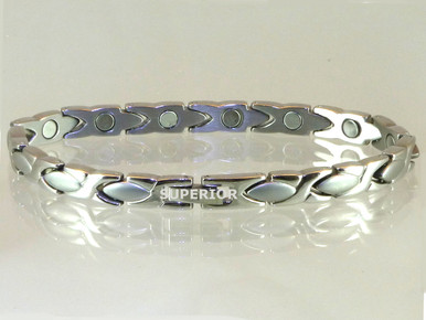 "Magnetic bracelet Oval X S 1/4"" wide x 9/16"" long stainless steel link with 13 rare earth magnets in 7 3/4"" length.It has a magnetic therapy pull strength of 550 grams."