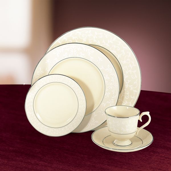 lenox-pearl-innocence-5-piece-place-setting-6134266-whr.jpg