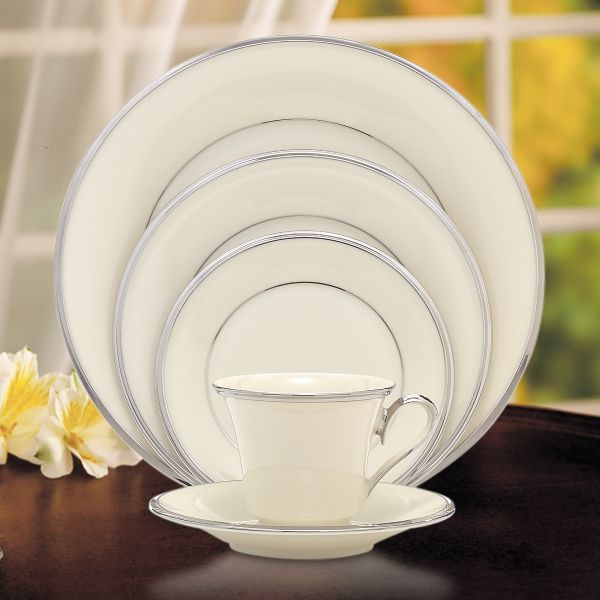 lenox-solitaire-5-piece-place-setting-140290600-whr.jpg