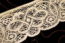 "3 1/2"" Ivory Stiff Vintage Lace Trim #1101"