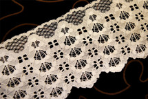 "4"" Off White Raschel Lace Trim #1129"
