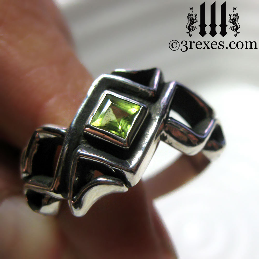 celtic ring with green peridot stone .925 sterling silver