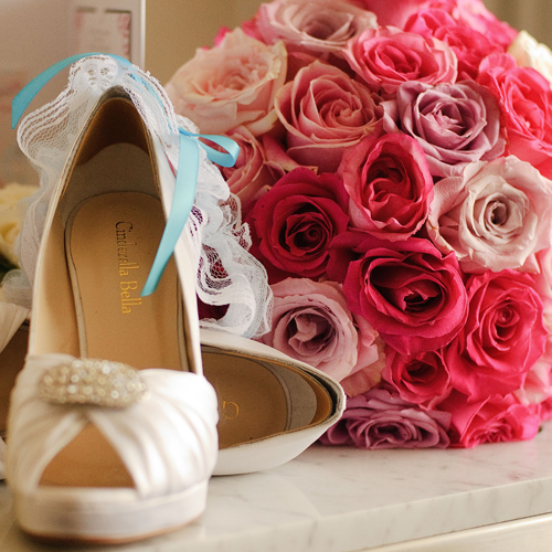diana-awad-wedding-flowers-pink-roses-shoes-garter-botanique-florist-gold-coast.jpg
