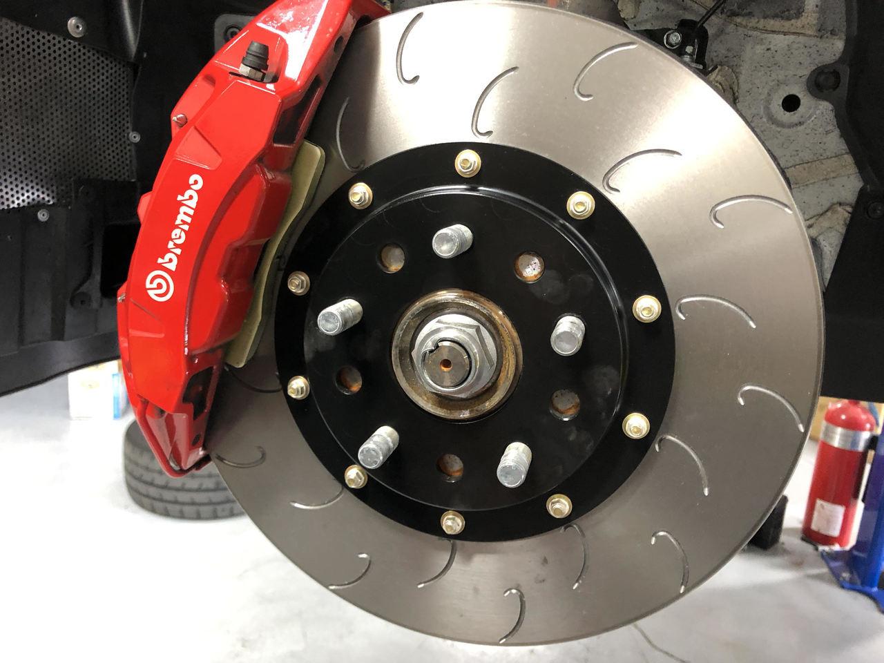 AutoShack RSMK64125-64125-1047-2-4 Front Brake Rotors and Semi Metallic Pads