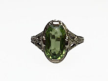 18 Karat White Gold Estate Peridot Ring