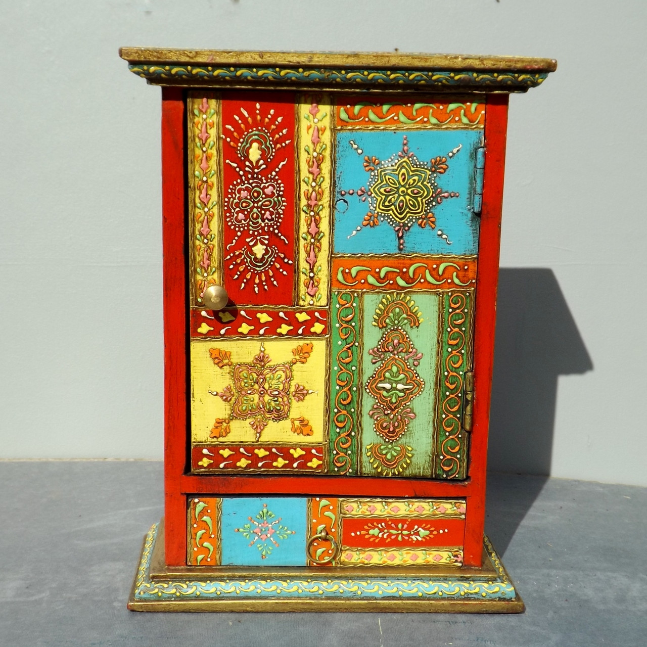 Colouful key cabinet