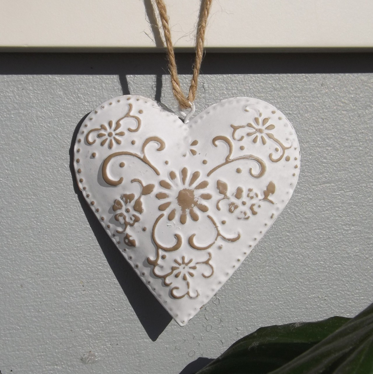 Shabby Chic Hanging Hearts to adorn your home