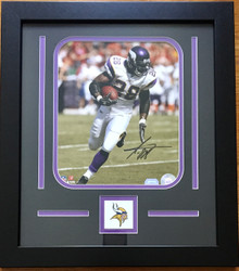 Minnesota Vikings Adrian Peterson Autographed 8x10 Framed Photo-Mounted Memories