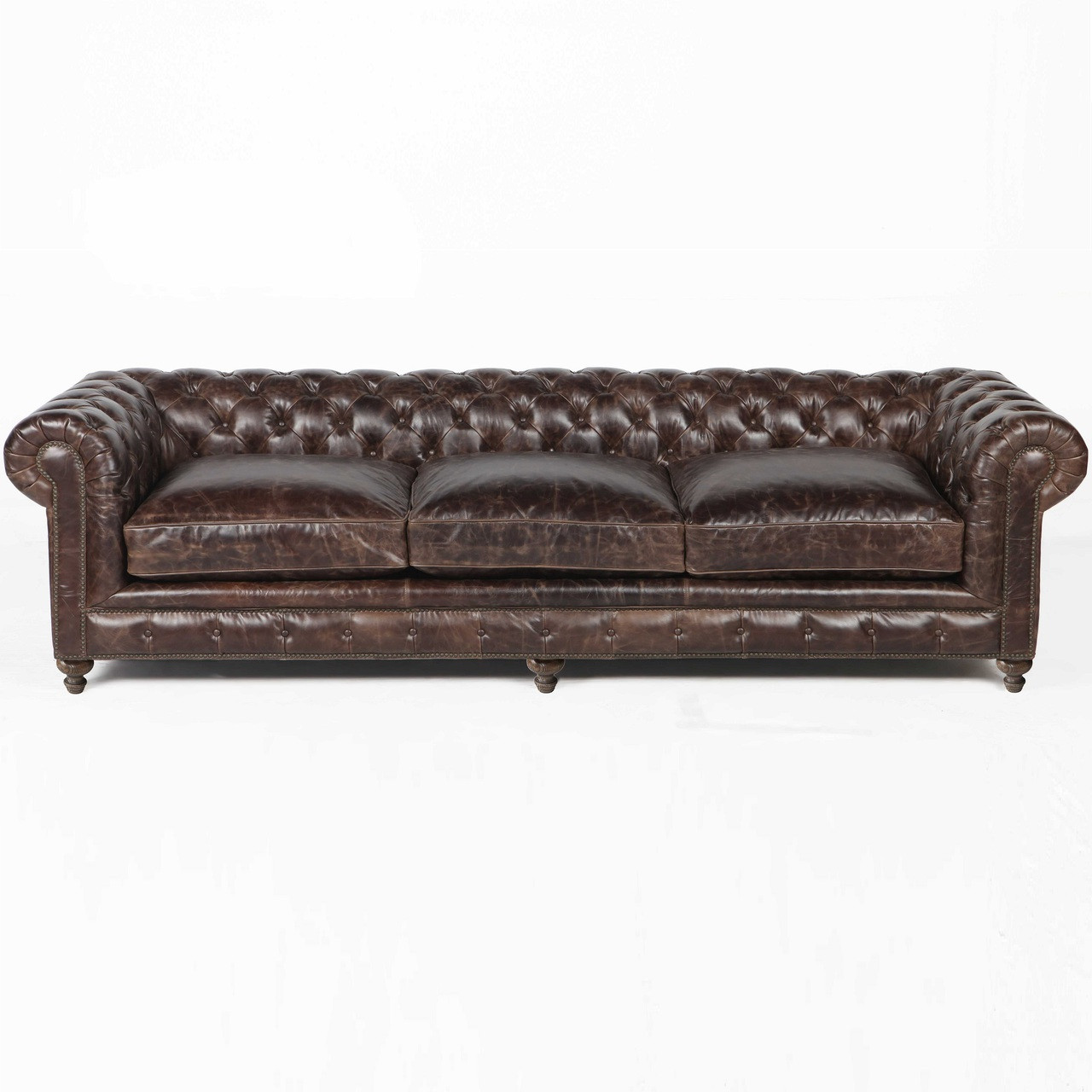 finn 118 cigar club leather upholstered chesterfield sofa. Black Bedroom Furniture Sets. Home Design Ideas