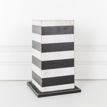 5x8.25x5 wd vase stnd (STRPS) wh/bk