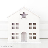 8.25x9.25x2 wd bldg w/lights (LG HOUSE) wh