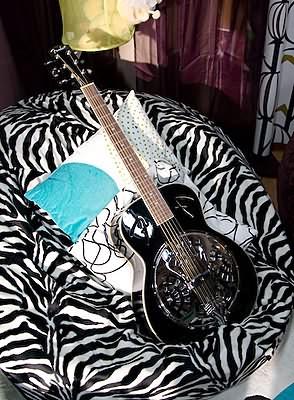Bean bag guitar stand