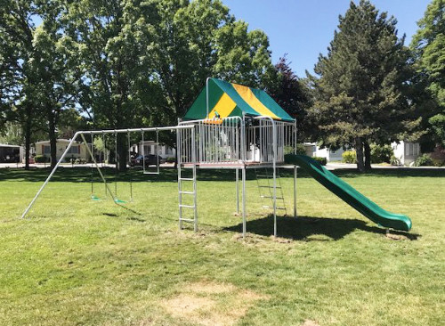 Metal Clubhouse Swing Set with 2 Swings