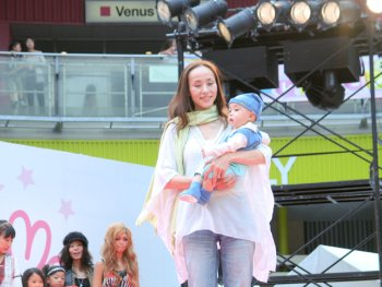 simon-suit-organic-baby-grow-on-catwalk-at-tokyo-fashion-show-2.jpg