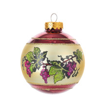 Enjoy these 80MM glass glittered grapevine design ball ornaments from Kurt Adler. Each of the ornaments has a grapevine design that is placed on a beige background. The design features clusters of purple grapes and green vines.