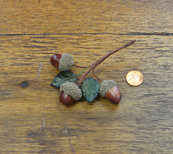 Acorn Bunch w/ Leaves - Brown