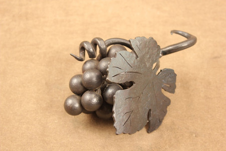 wrought iron wine chain grape cluster (1)