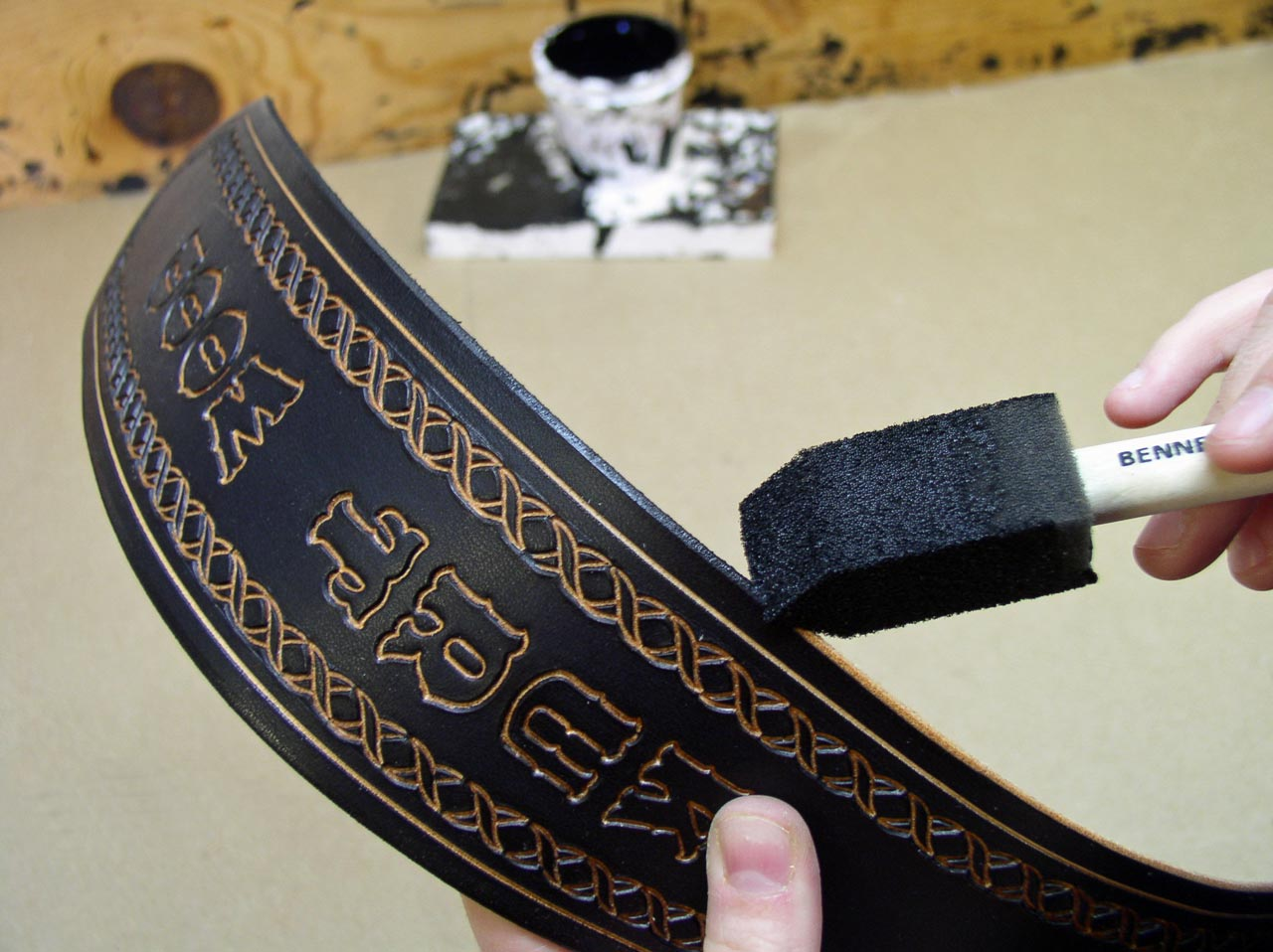 Dyeing the edge of the guitar strap