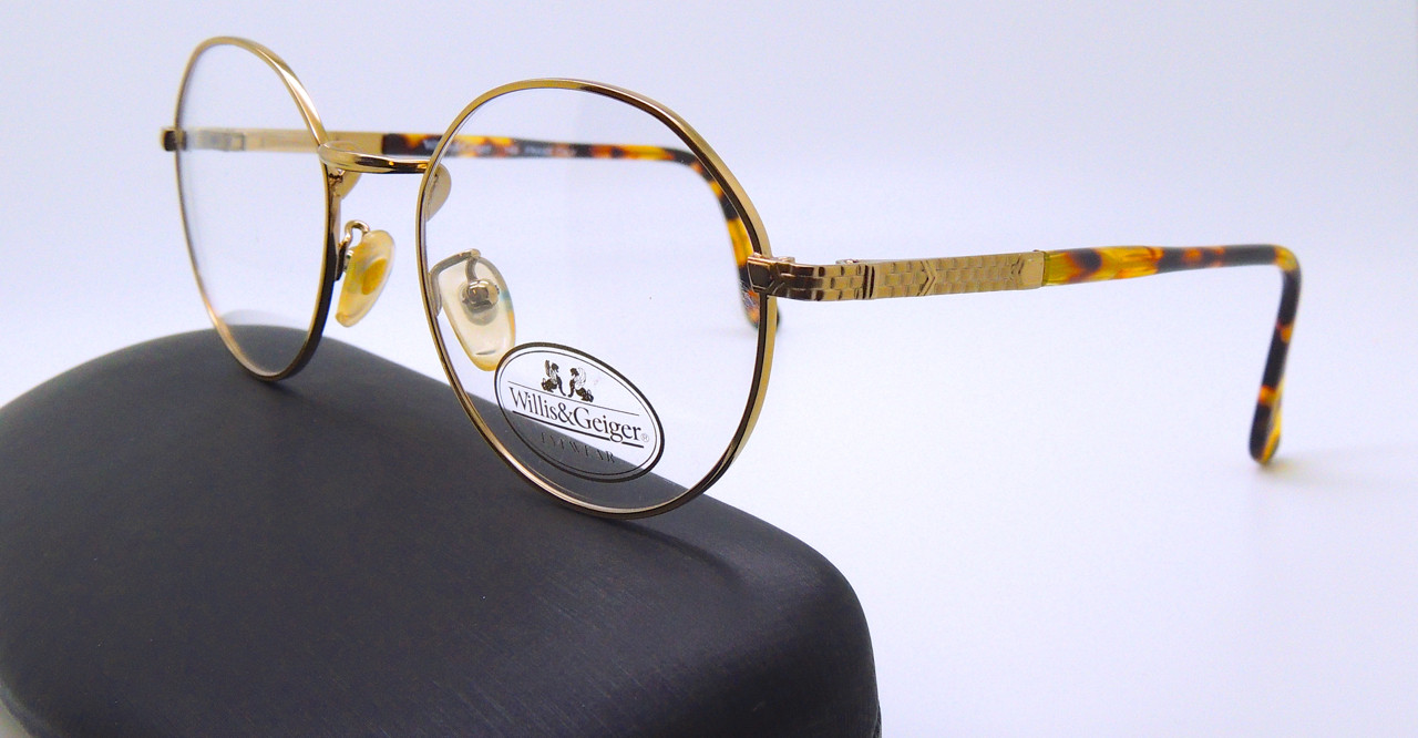 0dcbbe14e1 WILLIS and GEIGER Classic USA Round Style Outfitter 2 AY Vintage Eyeglasses