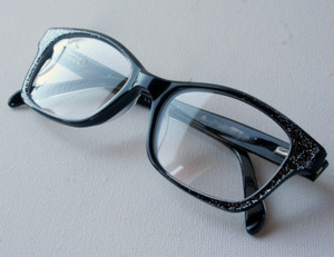 Retro black eyewear with graduated glitter effect