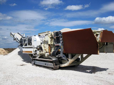 lt1213-20with-20hydraulic-20hopper-20extensions-20folded-20down.jpg