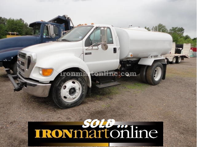 2006 ford f 650 2 000 gallon water truck powered by cat diesel engine. Black Bedroom Furniture Sets. Home Design Ideas