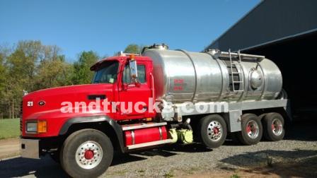 2000 mack cl 713 5000 gallon septic pumping truck all aluminum tank. Black Bedroom Furniture Sets. Home Design Ideas