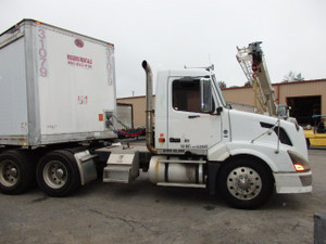 2007 Volvo VN Series Day Cab Tandem Axle Tractor