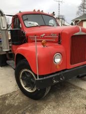 Used 1965 B61 B-Model Mack Tandem Axle Tractor