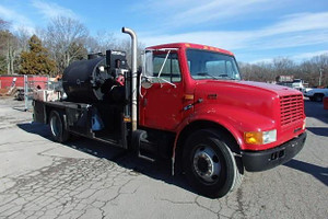 Used 1999 International 4700 Seal Coat Truck
