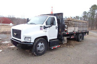 2008 Chevrolet C6500 22ft Concrete Form Truck with Tommy Lift Gate