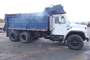 International S1900 Tandem axle dump truck