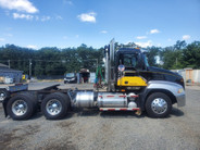 2005 Mack CXN613 Vision Tractor 460hp 13 Speed Wet Line Super Clean