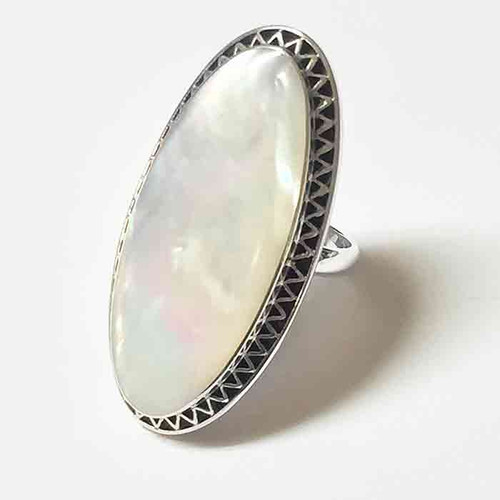 ALMOND SHAPE WHITE SHELL KNUCKLE RING