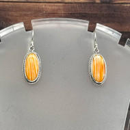 Oval Spiny Oyster Shell Earring With Cable Design