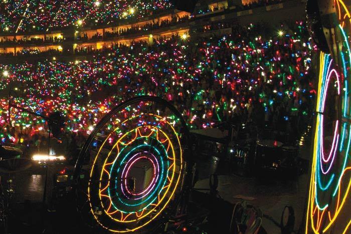 led-wristbads-crowdsync-crowd-sync-tech-crowd-sync.jpg