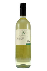 Strongly aromatic, with hints of peach, orange and grapefruit citrus.