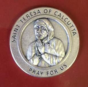 "1 1/4""Round Pocket token of St. Mother Teresa. Back of Token has saying: ""Not all of us can do great things, but we can do small things with Great Love. Mother Teresa."" Canonization Date: September 4, 2016. Feast Day: September 5"