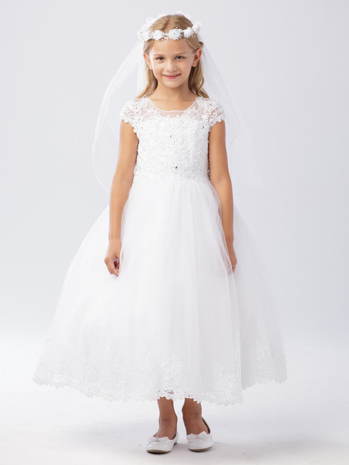 This communion dress has a lovely illusion neckline. The bodice of this dress is adorned with lace applique and rhinestones. The tulle skirt also has a lace applique hem