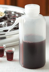Side-spout Communion Cup Filler leaves no drips! Prepare communion trays easily with this squeeze bottle which holds over 16 fluid ounces (500 ml) and fills about 50 communion cups.