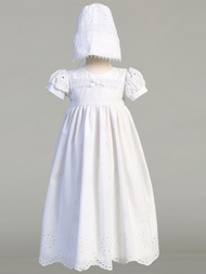 Brooke Christening gown with matching bonnet is an embroidered cotton eyelet gown with matching bonnet. Sizes : 0-3m (7-12lb), 3-6m (12.5-16lbs) , 6-12m (16.5-20lbs), 12-18m 24.5-27lbs). Made In USA