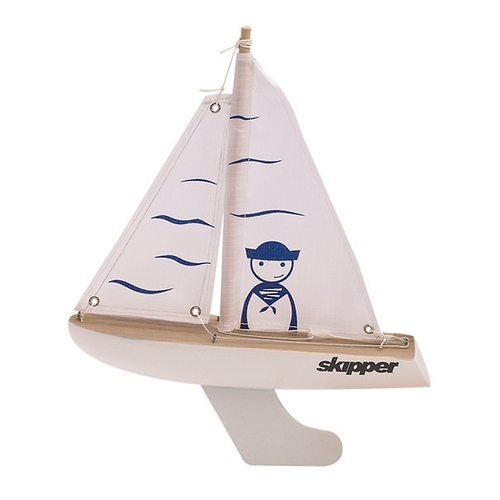 Skipper Pond Yacht with Sailor design on the sails