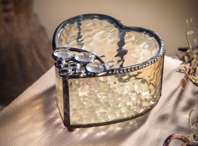Box 520-6 heart-shaped English muffle glass box by J. Devlin