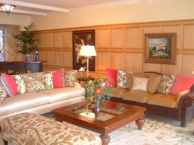 maple-raised-fetaure-wall-club-lobby.jpg